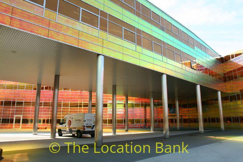 Kleurvolle architectuur en veranderd van kleur met de stand van de zon
