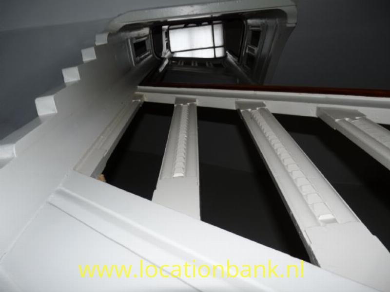 trappenhuis vanaf boven 2de etage