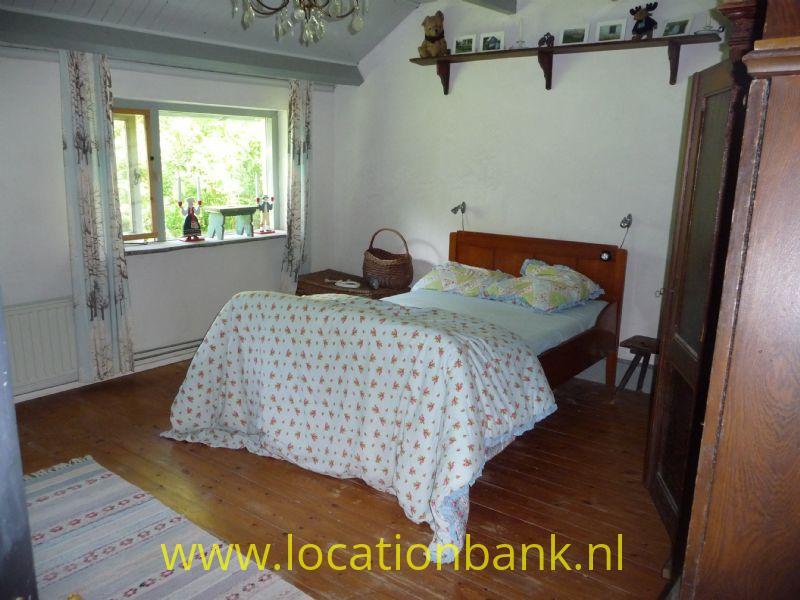 slaapkamer met houten vloer