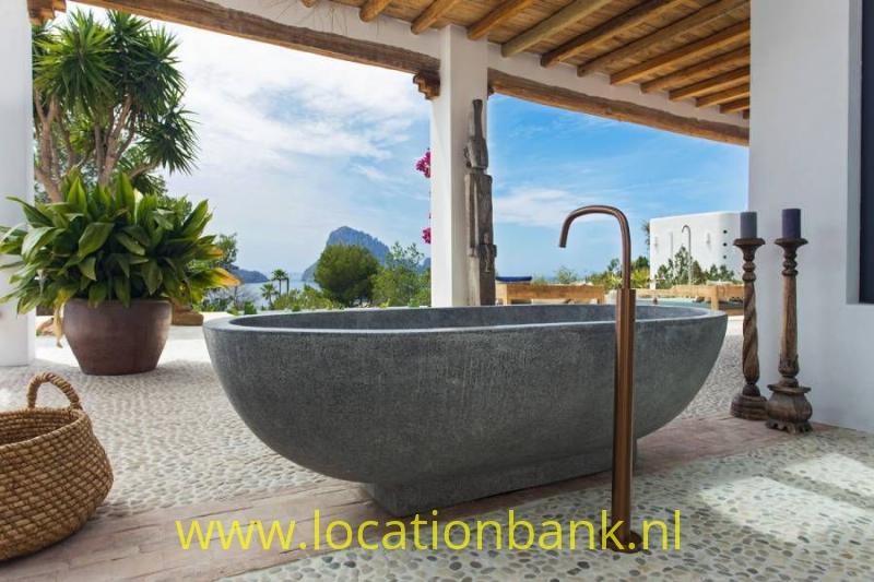 ligbad in tuin met uitzicht