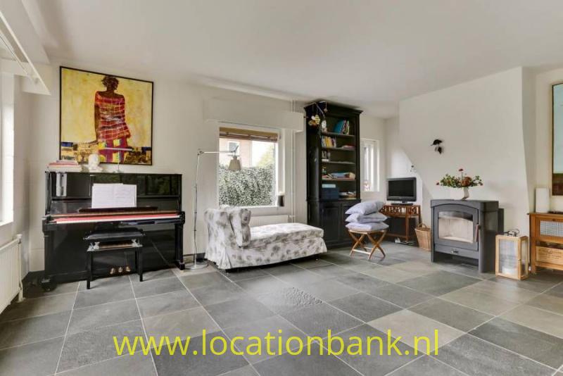 woonkamer met piano