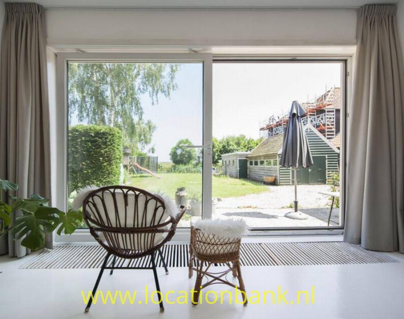 woonkamer met uitzicht op tuin