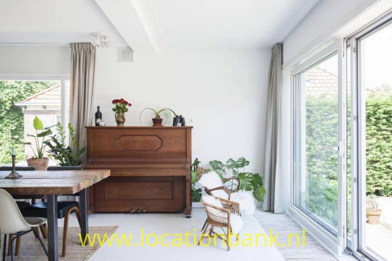 huiskamer met piano
