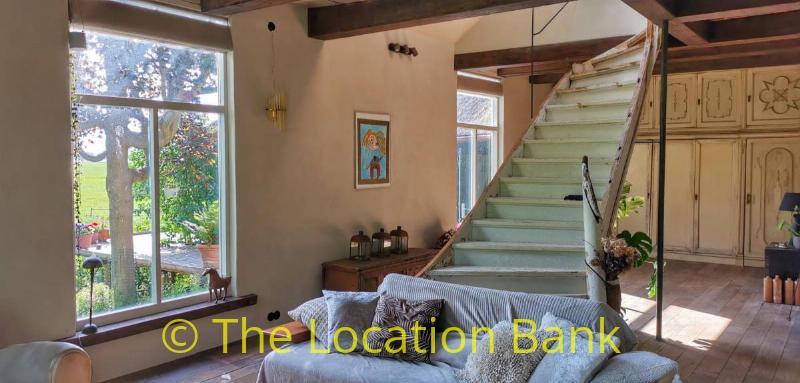 woonkamer met trap