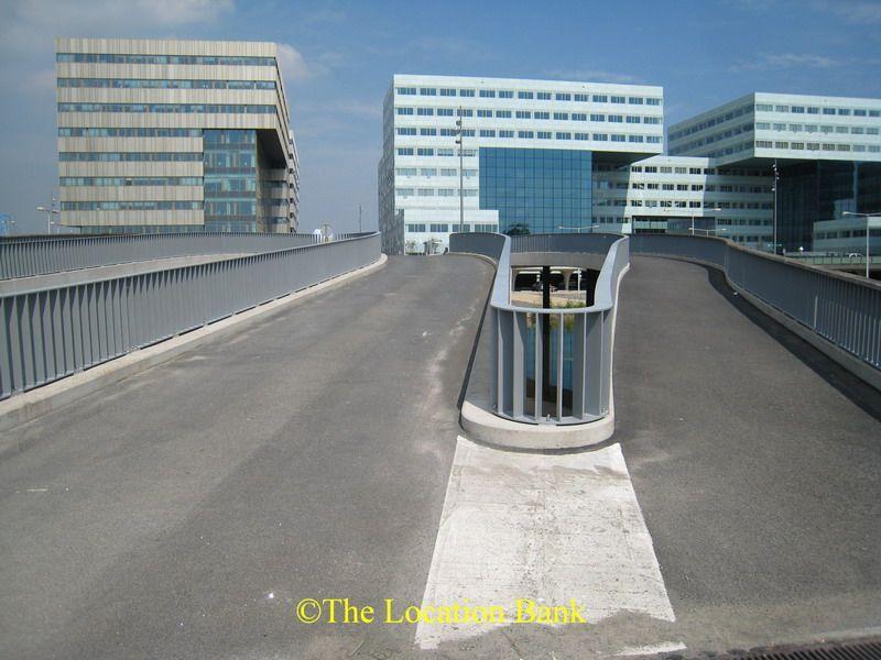 moderne weg met skyline