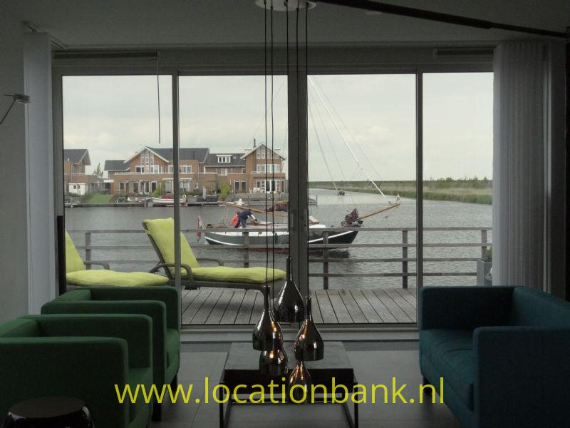woonkamer aan het water